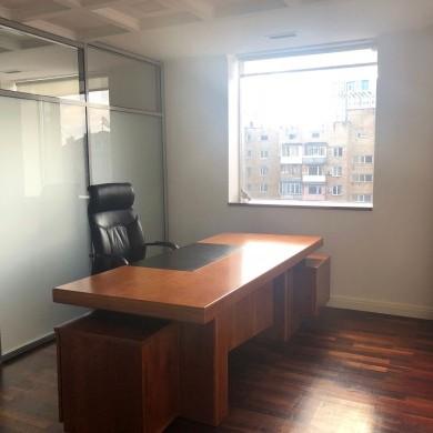 Оренда офісу в прибудові до основної будівлі бізнес центру площею 330 кв.м.